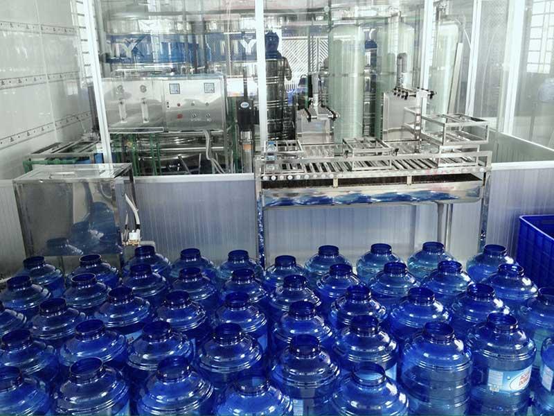 Chi phí lắp đặt hệ thống sản xuất nước tinh khiết đóng bình, đóng chai